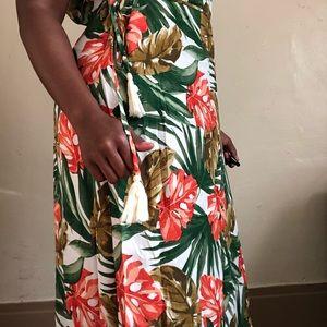 Forever 21 Dresses - Tropical print maxi dress